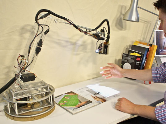 Luminar Desk Assistant 1 MIT Student Turns Lamp into a Thinking, Robotic Assistant