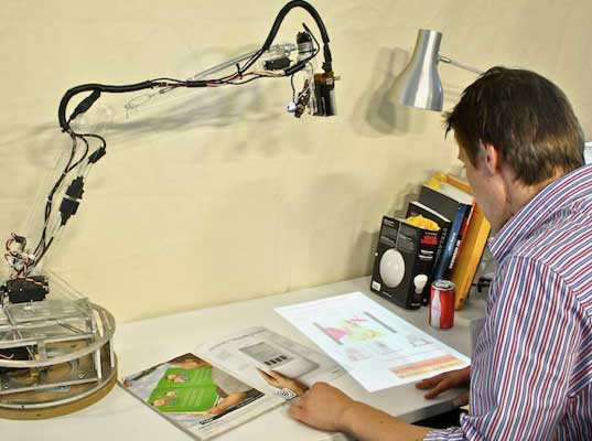 Luminar Desk Assistant 3 MIT Student Turns Lamp into a Thinking, Robotic Assistant