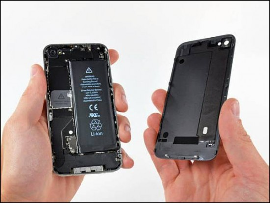 iphone4 02 550x413 How to Disassemble an iPhone 4