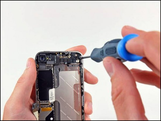 iphone4 06 550x412 How to Disassemble an iPhone 4