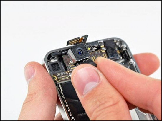 iphone4 09 550x413 How to Disassemble an iPhone 4