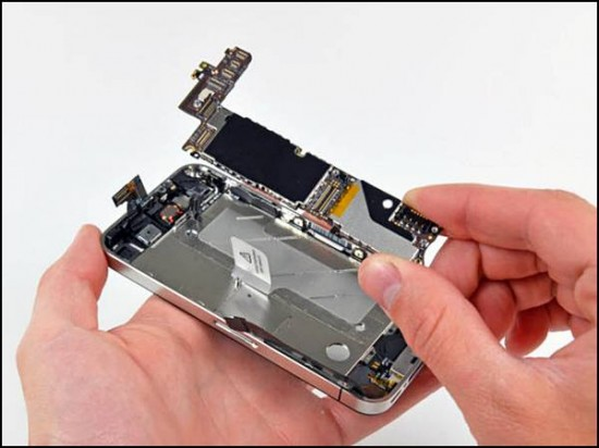 iphone4 11 550x412 How to Disassemble an iPhone 4