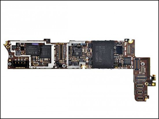 iphone4 15 550x413 How to Disassemble an iPhone 4