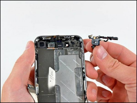 iphone4 18 550x412 How to Disassemble an iPhone 4