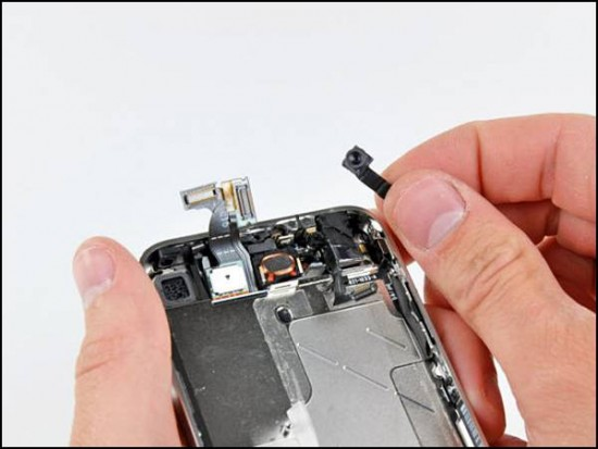 iphone4 19 550x413 How to Disassemble an iPhone 4