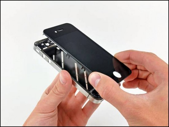 iphone4 21 550x412 How to Disassemble an iPhone 4