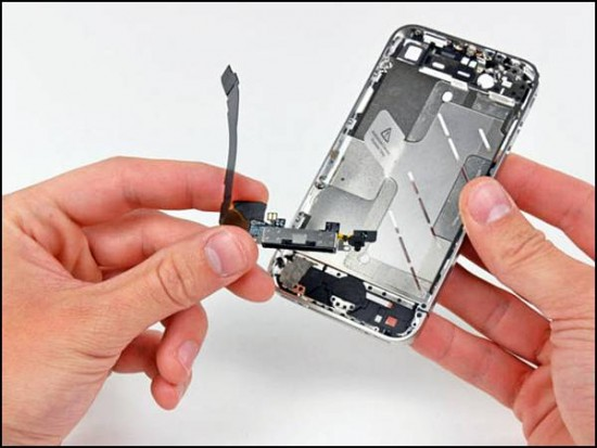 iphone4 26 550x413 How to Disassemble an iPhone 4