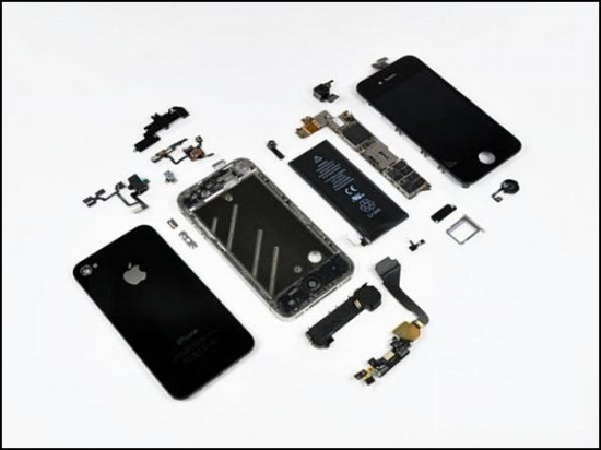iphone4 30 550x412 How to Disassemble an iPhone 4