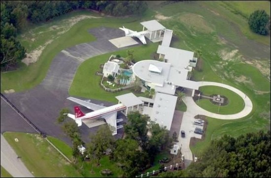 Travolta Home 550x361 Top 10 Private Jets