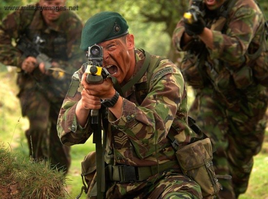 3CommandoBdeRoyalMarine 550x408 [Documentary] Royal Marine Commandos Weapons