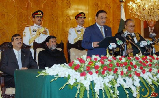 zardari Oath 550x339 Top 10 Pictures of Recent Years