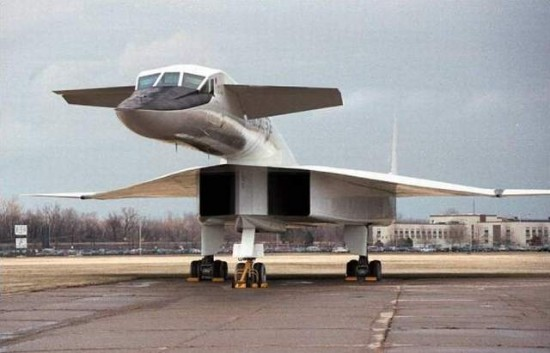 a12ra0 550x353 Strange & Weird Airplanes of the World