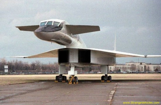 strange plane 550x361 Strange & Weird Airplanes of the World