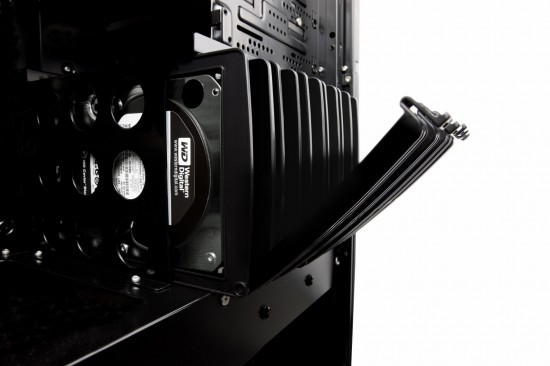 6 550x366 Extreme Gaming PC (Maingear Shift)