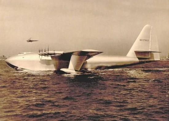 spruce goose 550x393 Top 10 Weirdest Planes