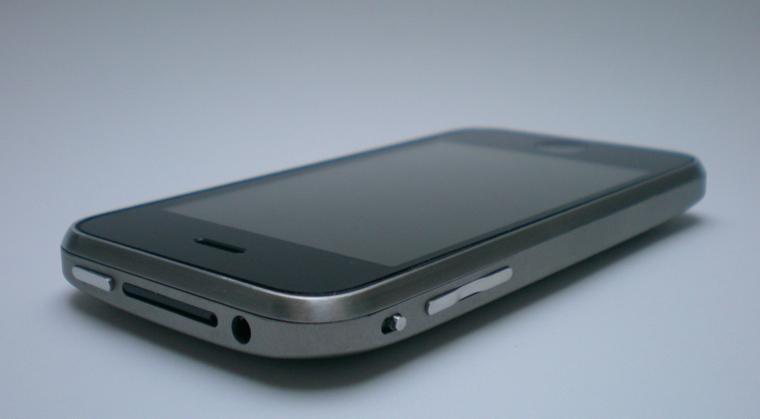 iphone-3gs-titanium-case-1