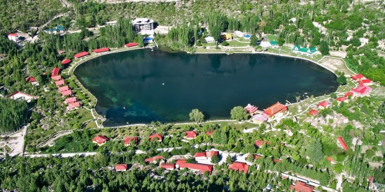 LakeShangrila 550x275 Top 5 Beautiful Lakes in Pakistan