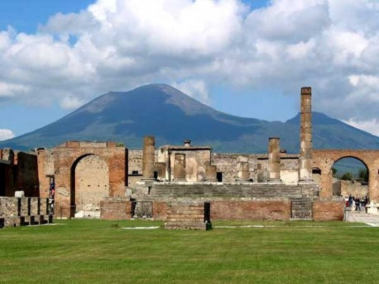 Pompeii ruins 550x412 Top Ten Most Important Historical Finds
