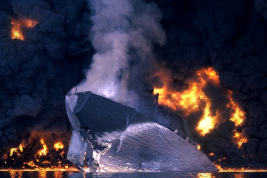 The MT Haven Italy 1991 550x366 The Top Ten Worst Oil Spills