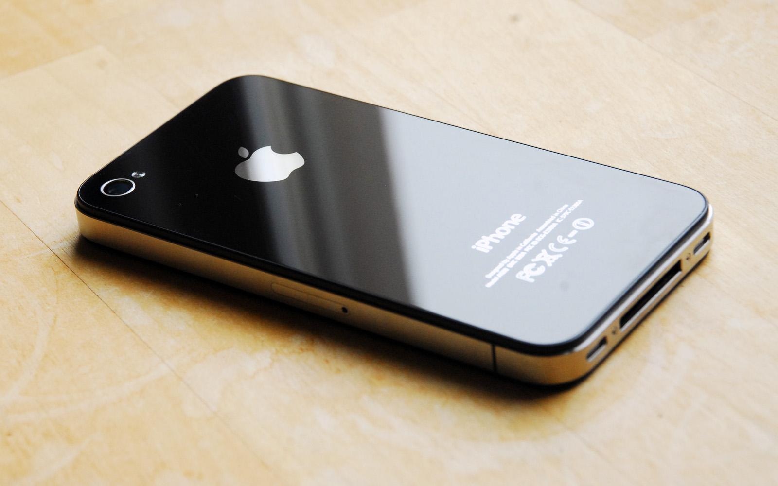 iPhone 4S Launch Pulls Apple's Stocks Down