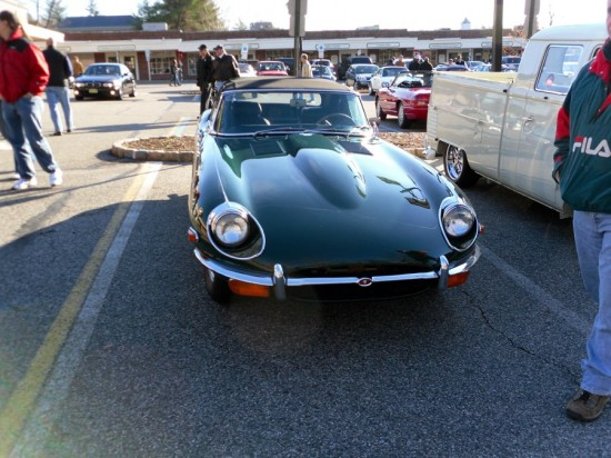this jaguar e type series 2 looks great in british racing green 550x412 A Weekend Super Cars Party