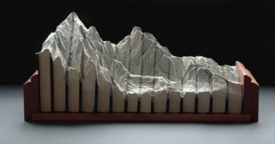 00009836 550x288 Fascinating Book Sculptures