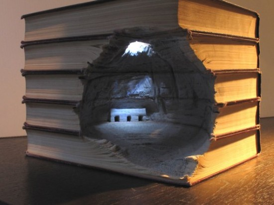 00009838 550x412 Fascinating Book Sculptures