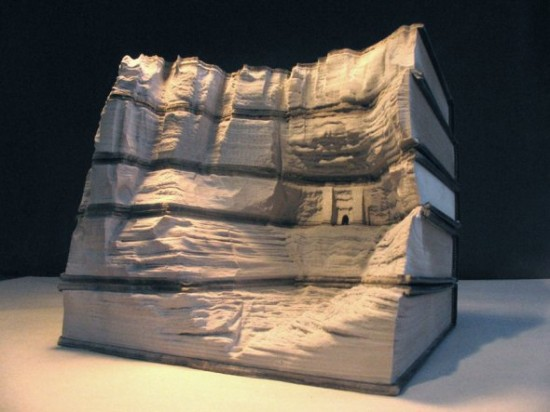 00009839 550x412 Fascinating Book Sculptures