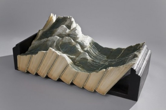 00009840 550x366 Fascinating Book Sculptures