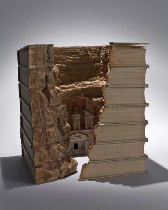 00009841 550x687 Fascinating Book Sculptures