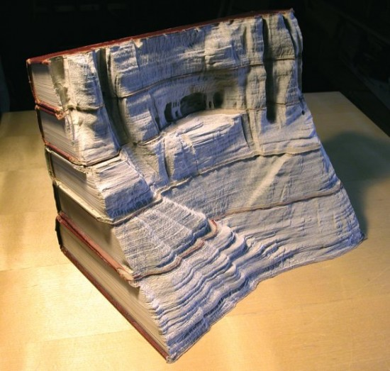 00009842 550x523 Fascinating Book Sculptures