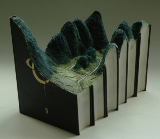 00009848 550x478 Fascinating Book Sculptures