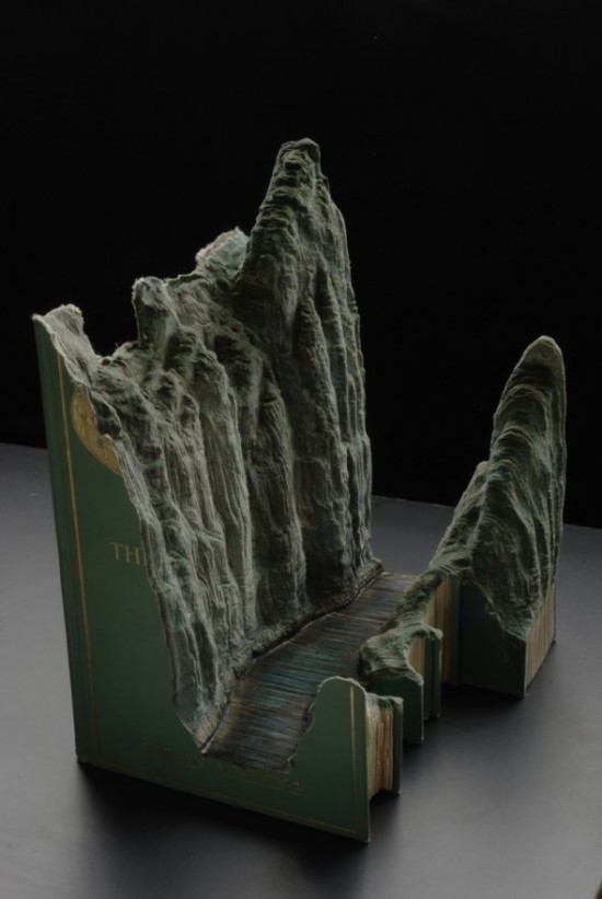00009850 550x821 Fascinating Book Sculptures