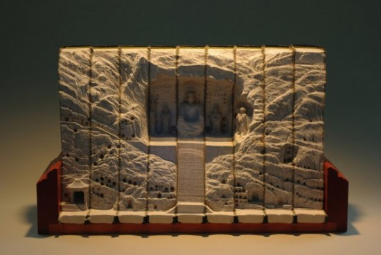 00009851 550x368 Fascinating Book Sculptures