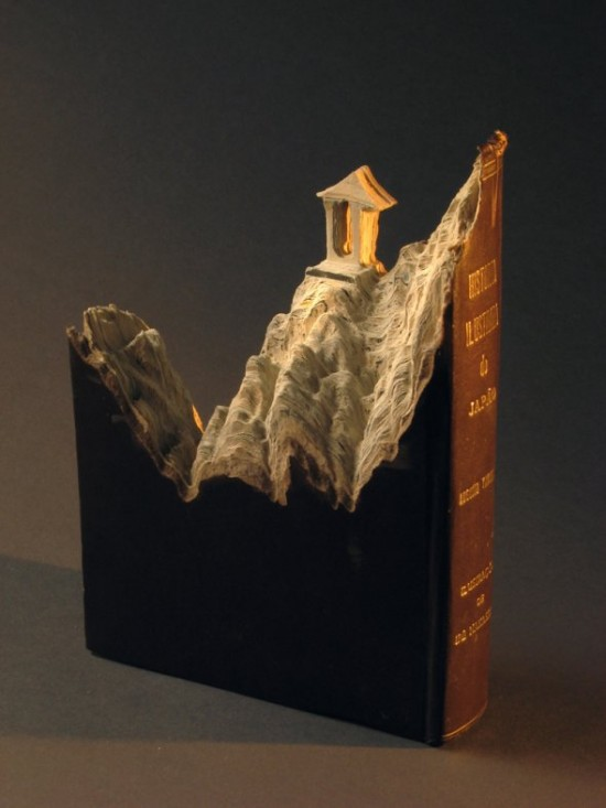 00009852 550x733 Fascinating Book Sculptures
