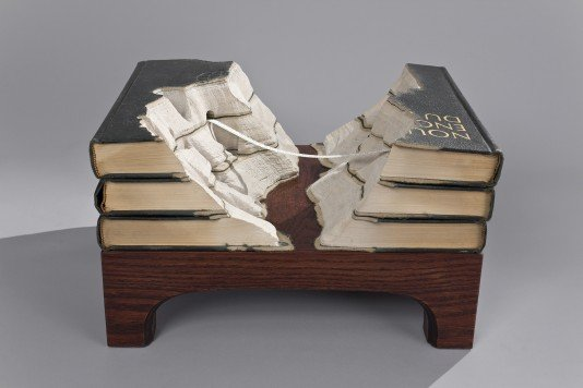 00009854 Fascinating Book Sculptures