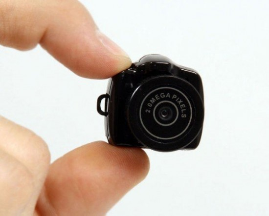00012668 550x443 The Tiny Camera By Thanko