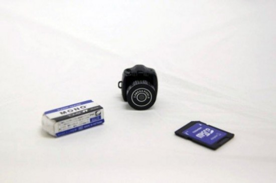 00012671 550x366 The Tiny Camera By Thanko