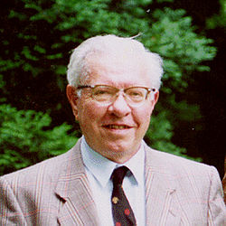 Fred Hoyle Top 10 Scientists Deprived of Nobel Laureate