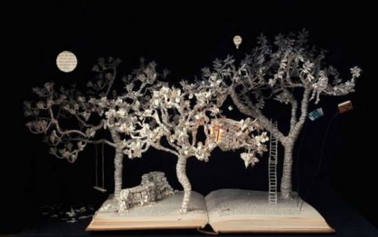 00018275 550x345 Book Sculptures Telling You The Book Story