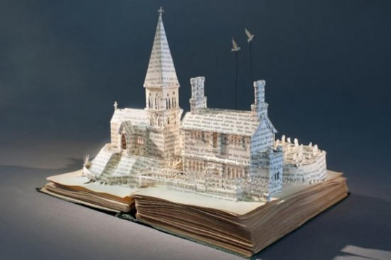 00018278 550x366 Book Sculptures Telling You The Book Story