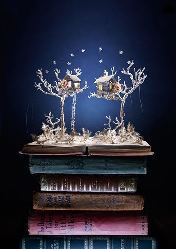 000182861 Book Sculptures Telling You The Book Story
