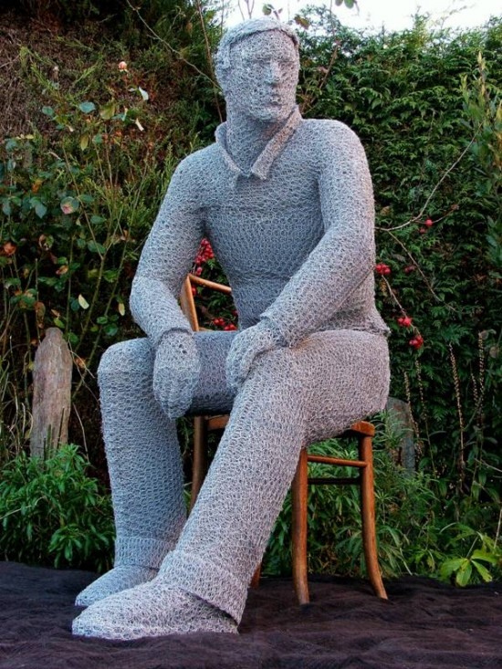 seated man 2 550x733 Some Wire Sculptures
