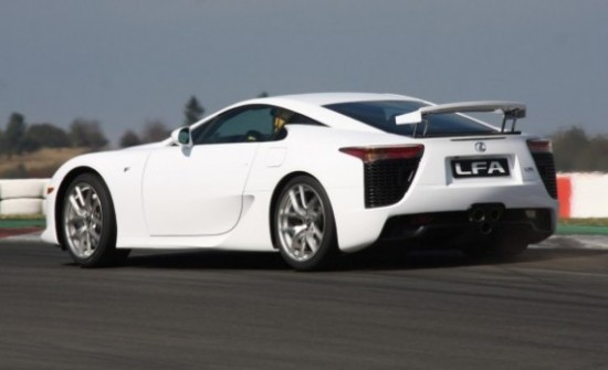 Lexus LFA 550x335 Top 10 Luxurious Cars