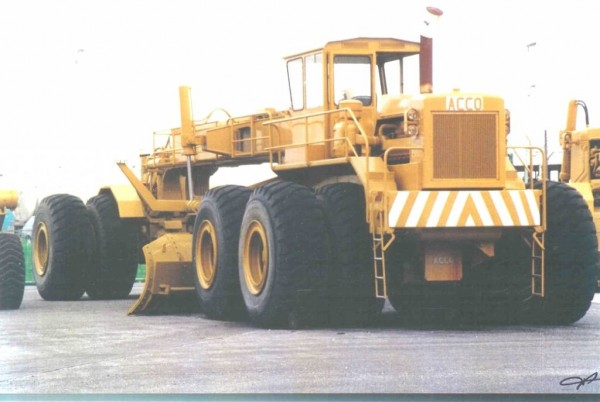 ACCO 1700 Grader new 600x402 Worlds Most Colossal Construction Machinery