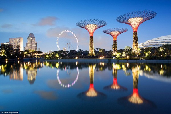 Singapore Gardens by the Bay Supertrees 03 600x401 The Mechanical Forests