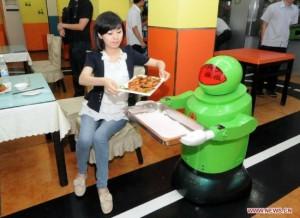 robot restaurant2 550x401 300x218 robot restaurant2 550x401