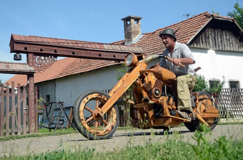 wooden chopper2 Man Builds His Dream Chopper Out Of Wood