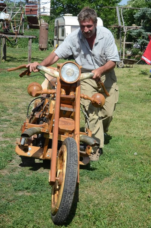 wooden chopper3 Man Builds His Dream Chopper Out Of Wood