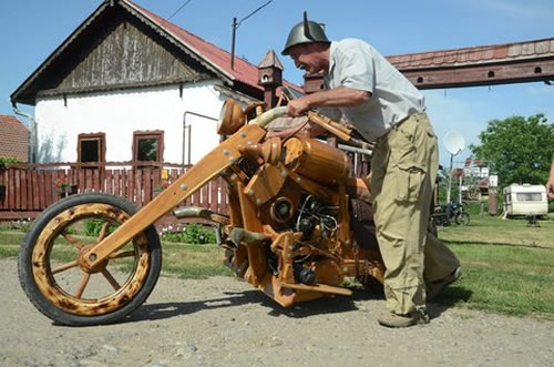 wooden chopper4 Man Builds His Dream Chopper Out Of Wood